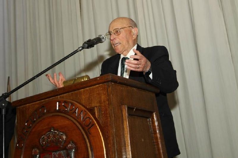Don Francisco Rivera Abuin - Agradeció su Medalla de Honor por  sus 78 años de socio, con sentidas y hermosas palabras de Gratitud para la Institución.  También hizo un llamado  para que los socios y las socias promovieran la incorporación  de sus hijos y nietos a la Sociedad Española.
